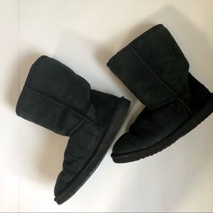 UGG CLASSIC SHORT Black Leather Boot  Size 7